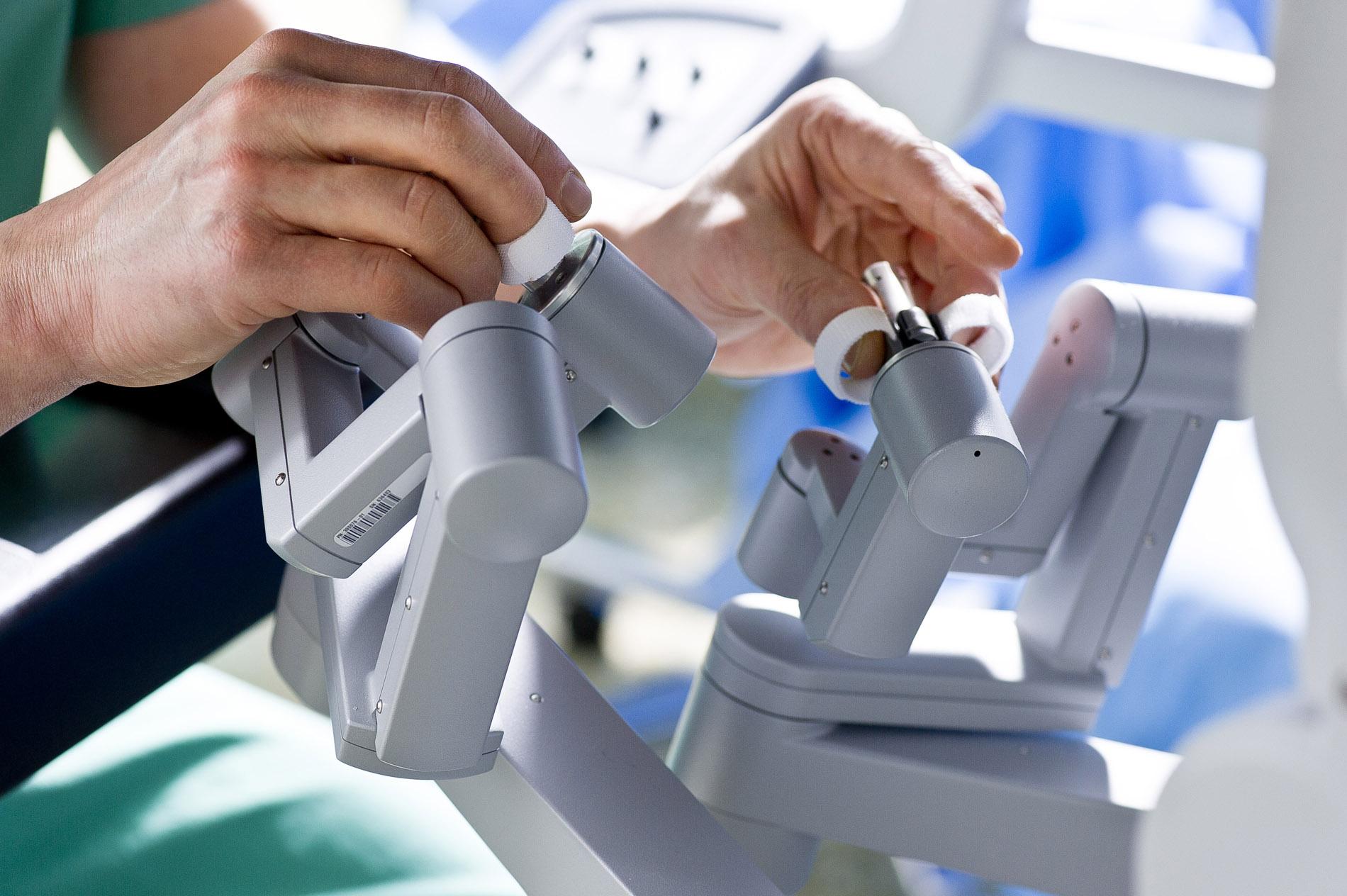 Fotografien von Operationen mit Robotertechnik