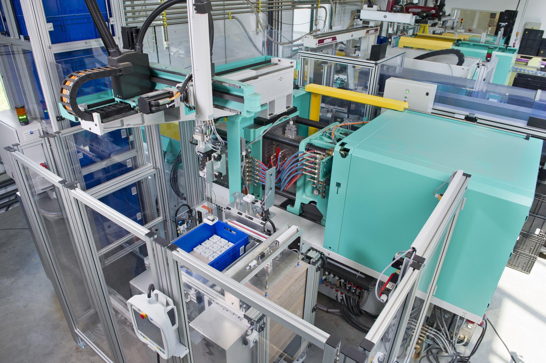 Industriefotografien von Spritzgussverfahren und Maschinen